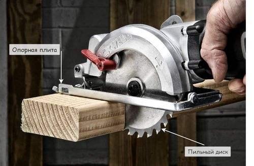 Как работать с ручной циркулярной пилой