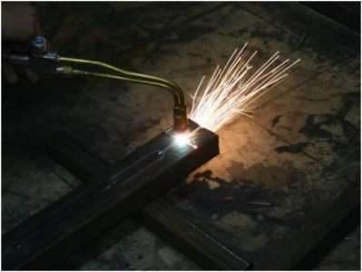 Как резать толстый металл с помощью резака