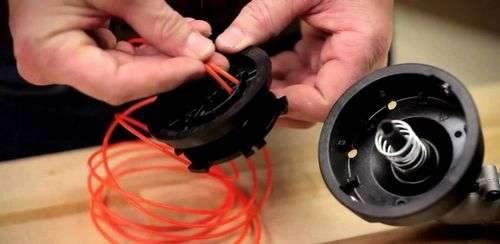 Как зарядить леску в катушке триммера