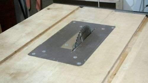 Установка ручной пилы на стол